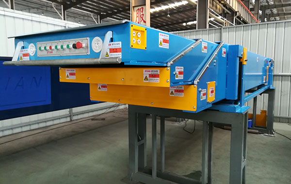 Three-section Belt Telescopic conveyor_Elevation type